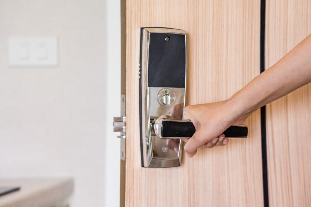 Instalação de fechadura biometrica